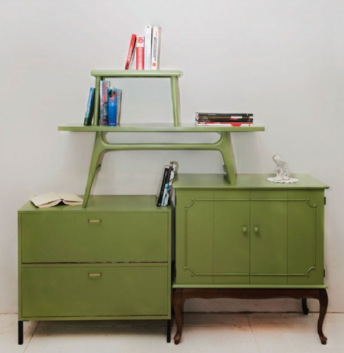 Diy shelving units of vintage tables shelterness - Muebles reciclados vintage ...