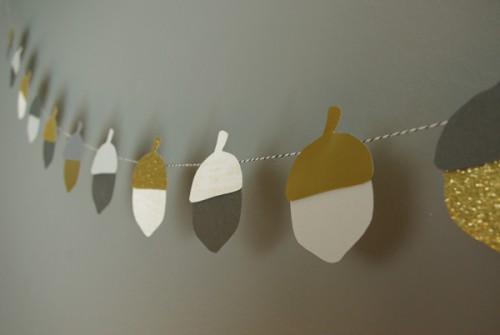 fall acorn bunting (via oleanderandpalm)