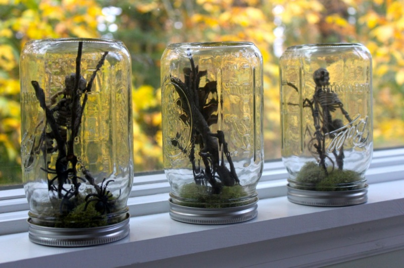 scary Halloween terrariums