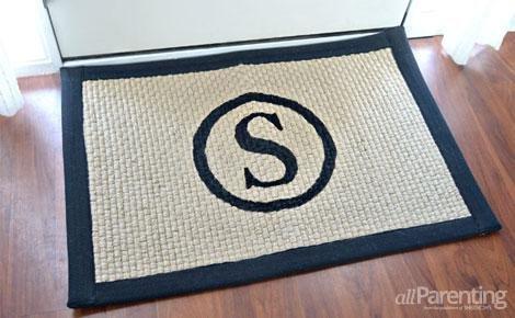 monogrammed doormat (via allparenting)