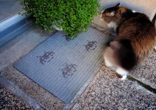 space invaders doormat (via lawoftaste)