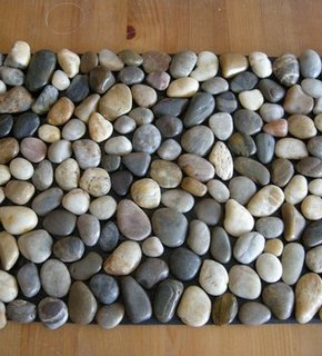 pebble bath mat (via curbly)
