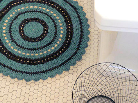 round crocheted bath rug (via designsponge)