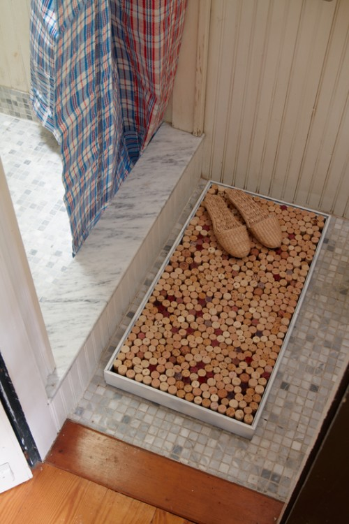 cool wine corks mat (via shelterness)