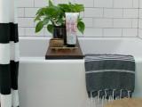 simple-diy-bathtub-tray-with-handles-5