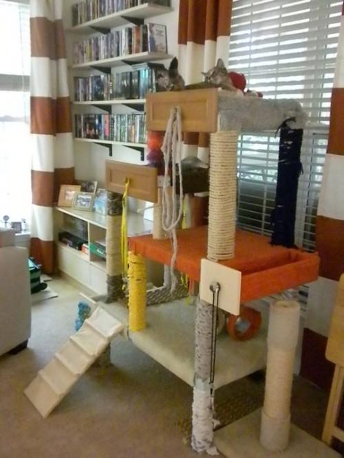 big and functional cat tree (via fosterhouseblog)