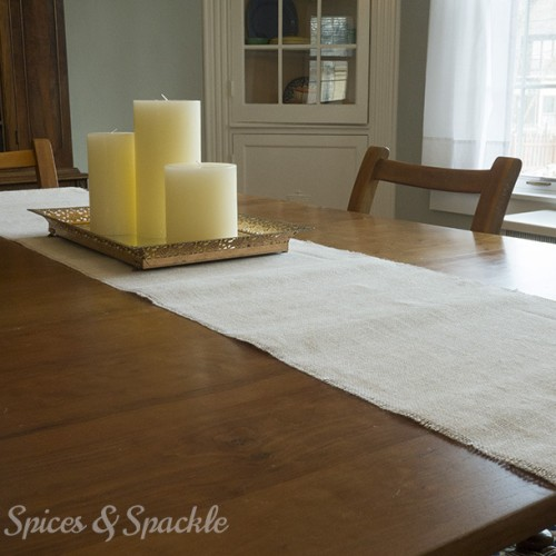 easy burlap table runner (via noreencooks)