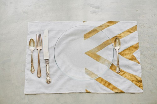 gold striped placemat (via ruffledblog)