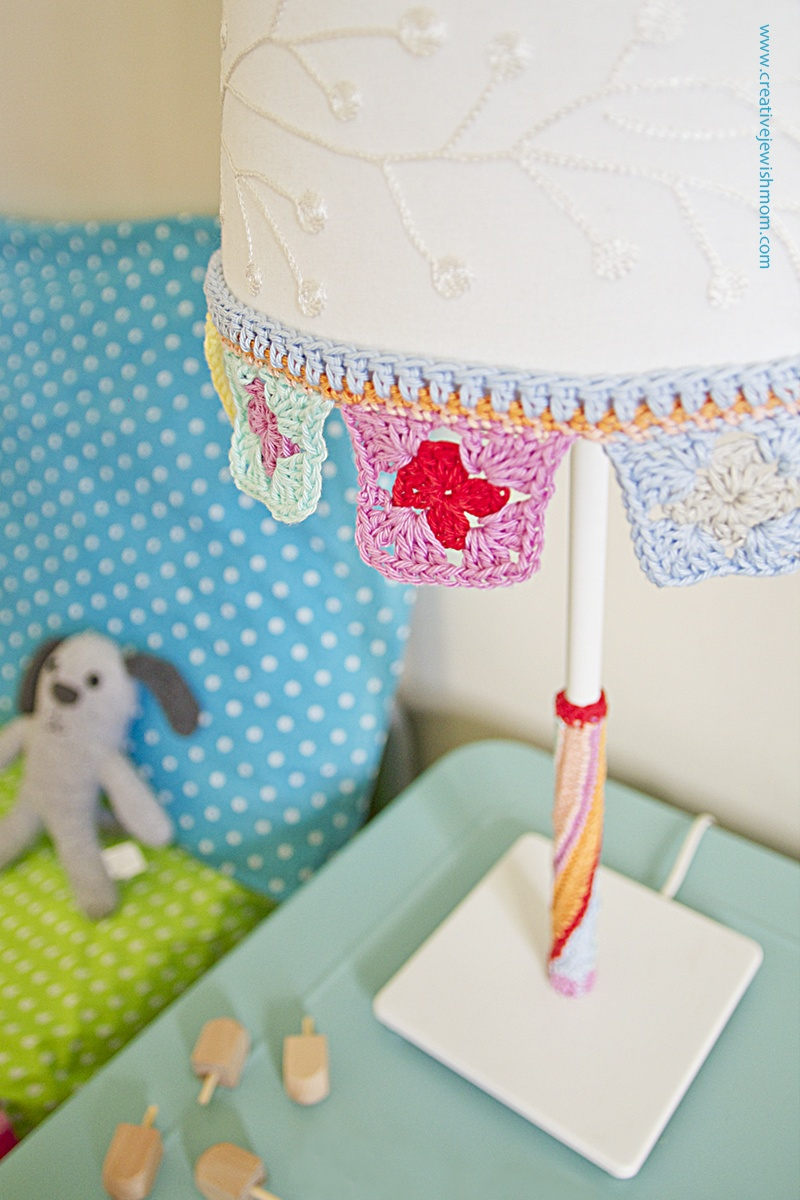 Picture Of simple diy crocheted trim for lampshade makeover  2