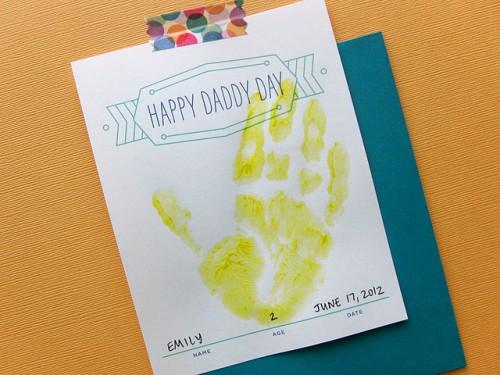 hand print card (via hellobee)