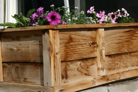 raised flower planter bed (via ana-white)