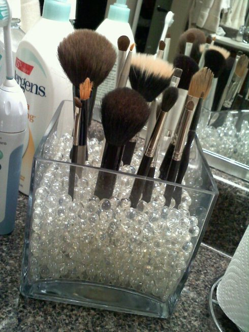 Simple DIY Makeup Brush Storage