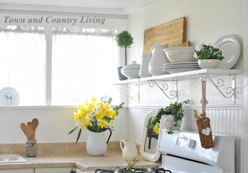 farmhouse kitchen open shelving (via town-n-country-living)