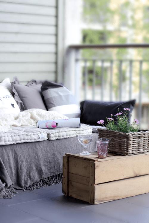 pallet sofa (via blog)