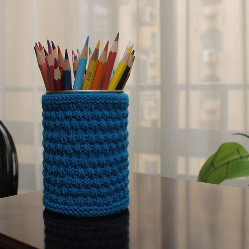 DIY knitted pencil holder