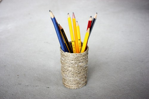 DIY twine pencil holder (via morningcreativity)
