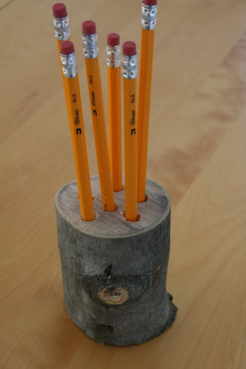 DIY log pencil holder (via threeyearsofdeath)