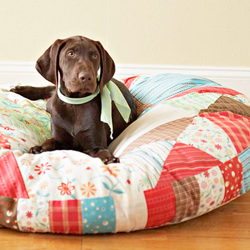 quilted pet bed (via bhg)