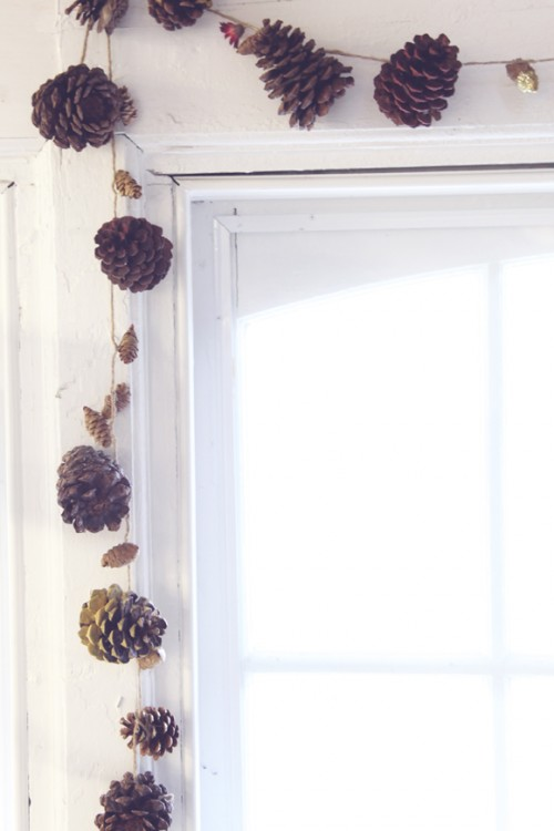 pinecone garland (via blog)