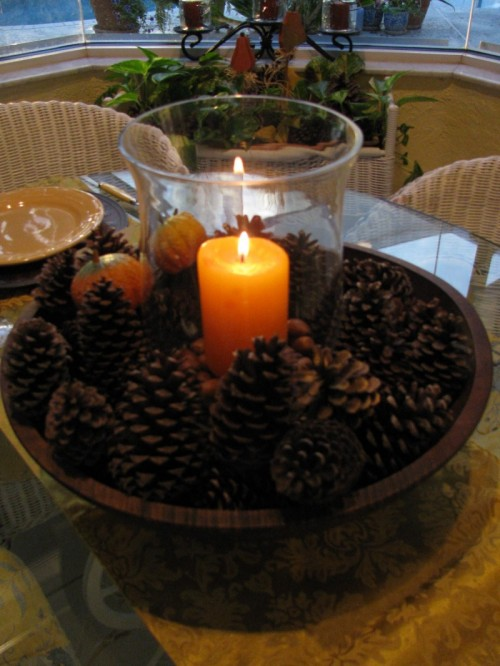 pinecone centerpiece (via ritamay-days)