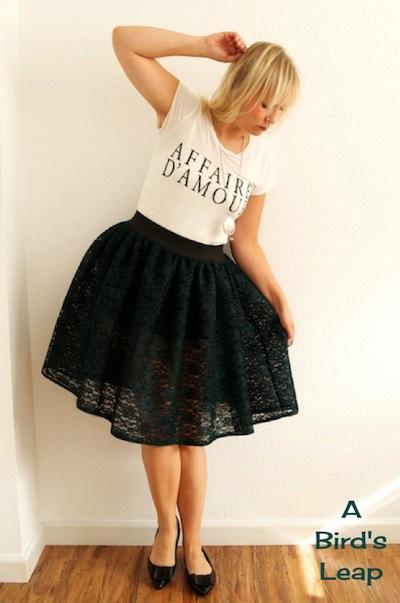 lace tutu skirt (via abirdsleap)
