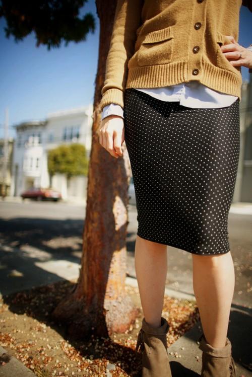 polka dot pencil skirt (via sayyestohoboken)