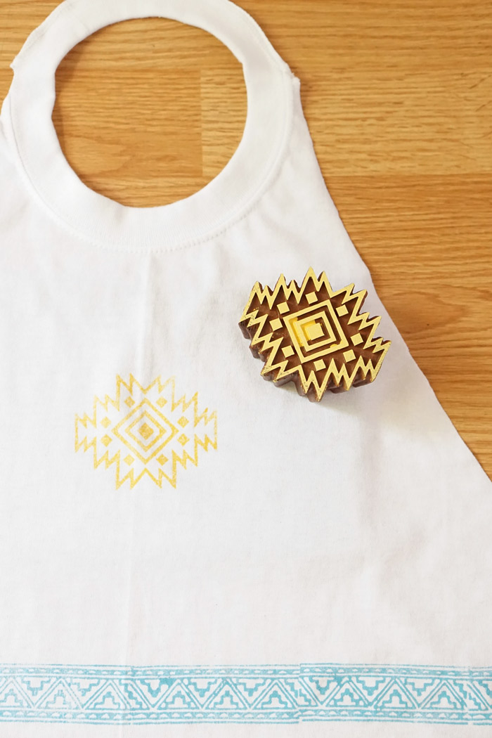 Picture Of simple diy stamped t shirt apron  5