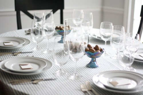 striped table setting with acorns (via julieblanner)