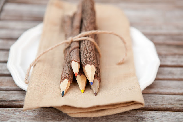 easy table setting with wooden pencils