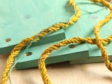 simple-diy-wall-shelves-hung-on-ropes-5