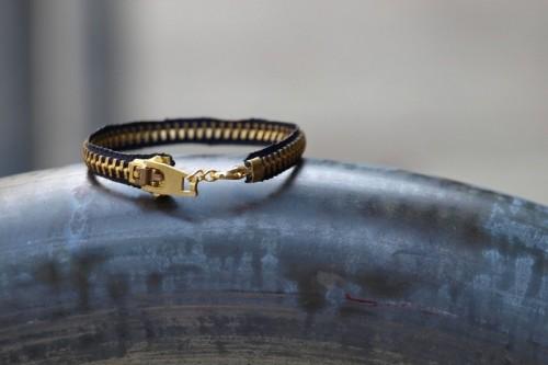 Simple DIY Zipper Bracelet