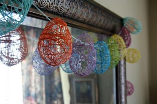 Easter yarn eggs garland (via ediva)