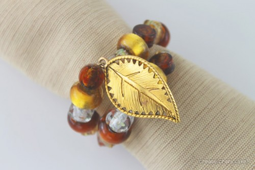 leaf charms napkin rings (via shelterness)