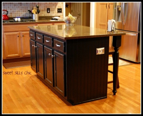 stylish dark kitchen island (via sweetsillychic)