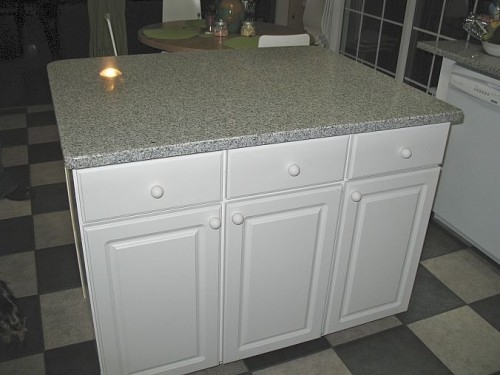 very simple kitchen island (via hometalk)