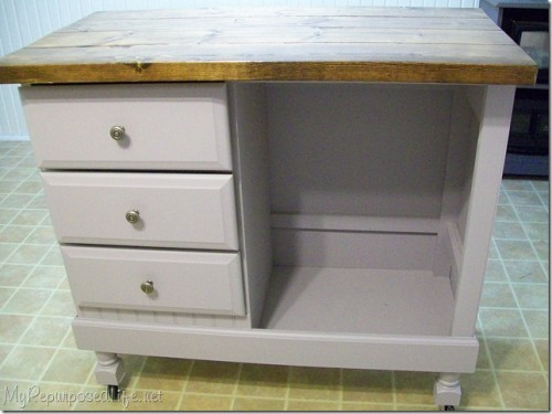 simple kitchen island (via myrepurposedlife)