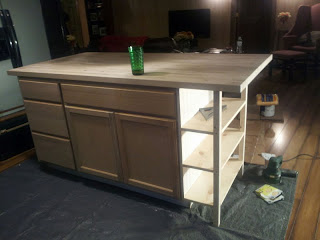 big kitchen island (via bndleoffun)