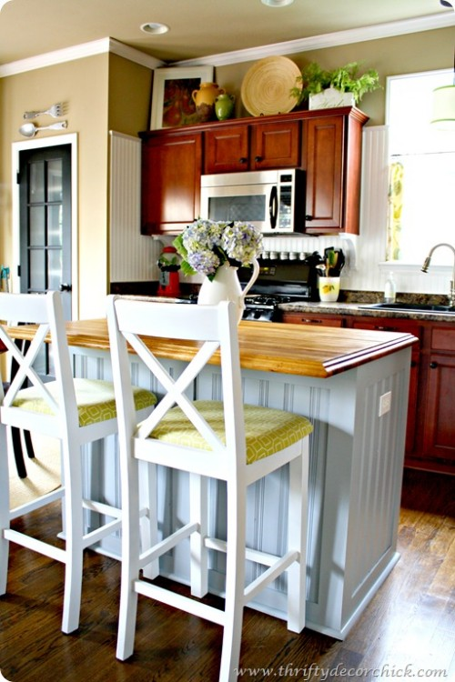 board and batten kitchen island (via thriftydecorchick)