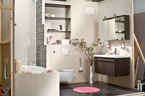 Decorating a small bathroom in japanese style shelterness for Japanese small bathroom design