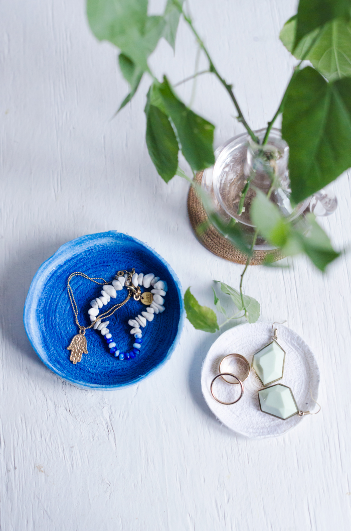 Picture Of small diy jewelry dish of paper ribbon  1