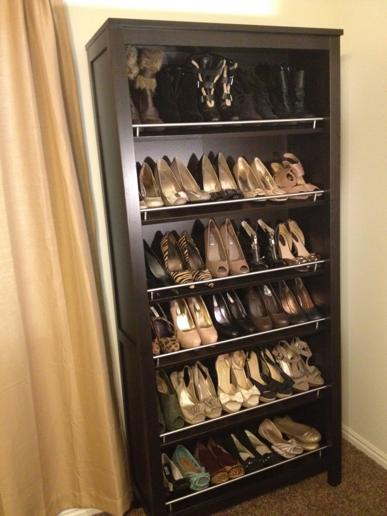 Traditional shoe rack shelterness - Diy shoe storage for entryway ...