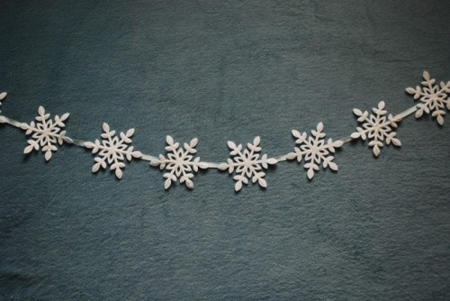 Easy And Cheap Snowflake Christmas Garland