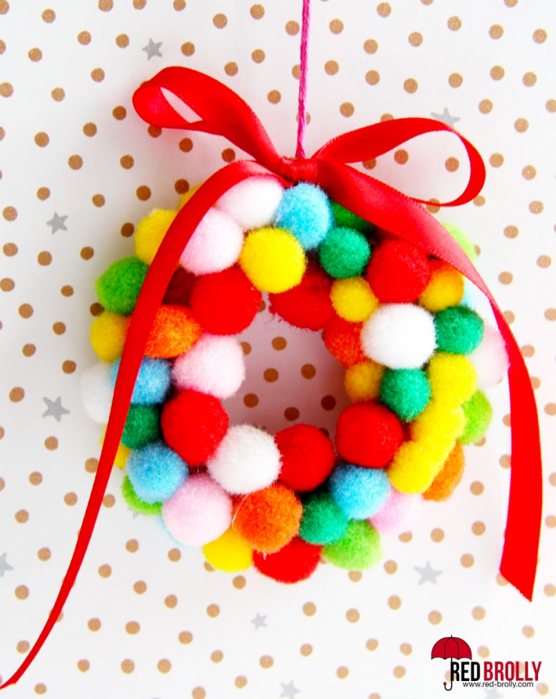 mini pompom wreaths