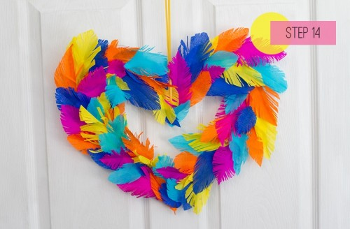 heart shaped feather wreath (via bespoke-bride)