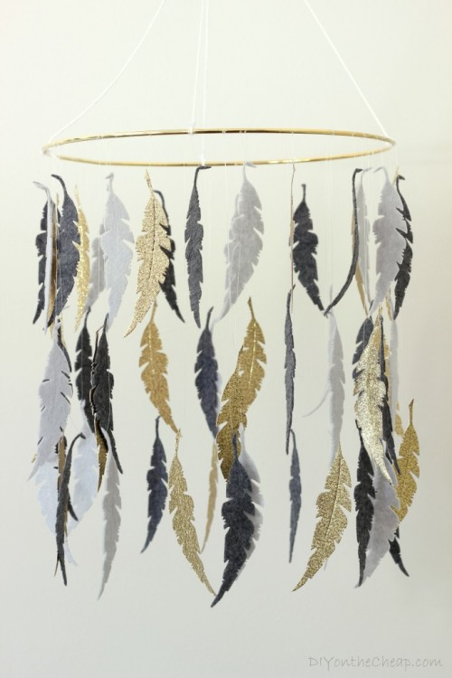 feather crib mobile (via diyonthecheap)