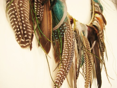 feather garland (via howdidyoumakethis)