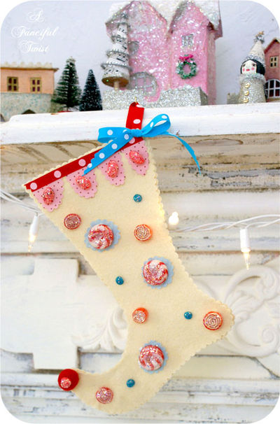 Sparkling No-Sew Christmas Stockings (via afancifultwist)