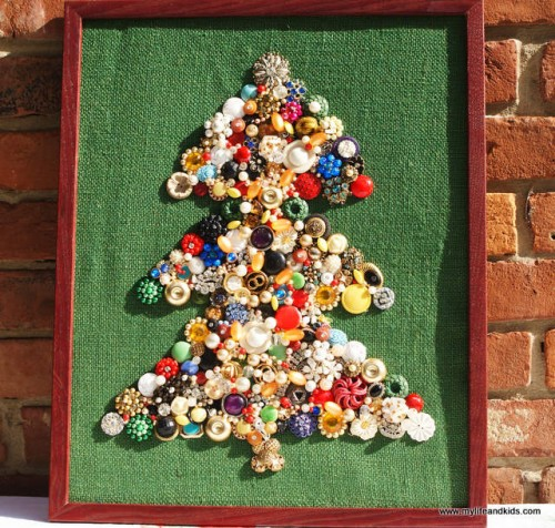 beads and jewelry Christmas tree (via mylifeandkids)