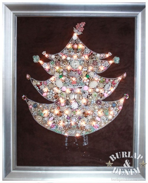 beads and pearls Christmas tree (via burlapanddenim)