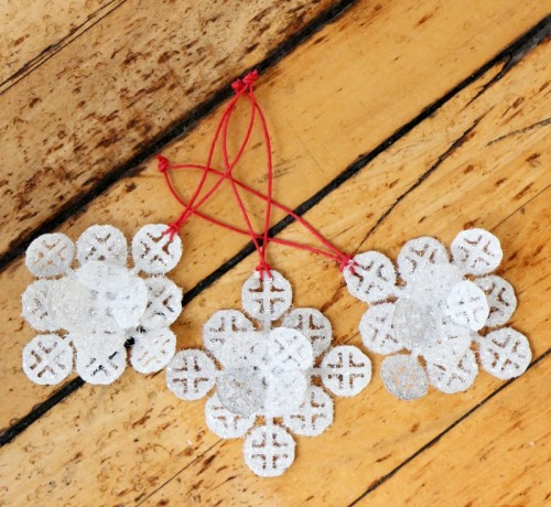 Sparkly DIY Christmas Mosaic Ornaments